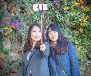 practice listening English online about smartphones
